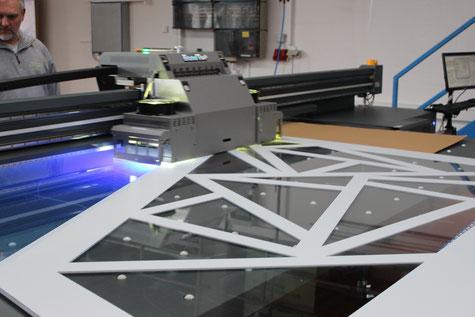 Großformatiger digitaler Plattendirektdruck bis 320cm Breite