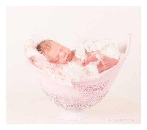 Babykarte mit Baby in Gipsschale