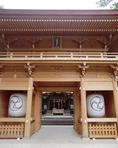 7月1日(2013) 八幡大神社(楼門の奥に拝殿が見える:三鷹市下連雀)