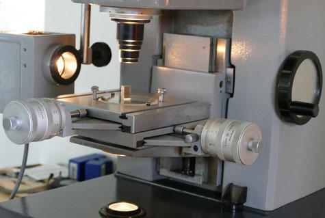 Profil-Projektor zur Kontrolle der Querschnitte und Fasen