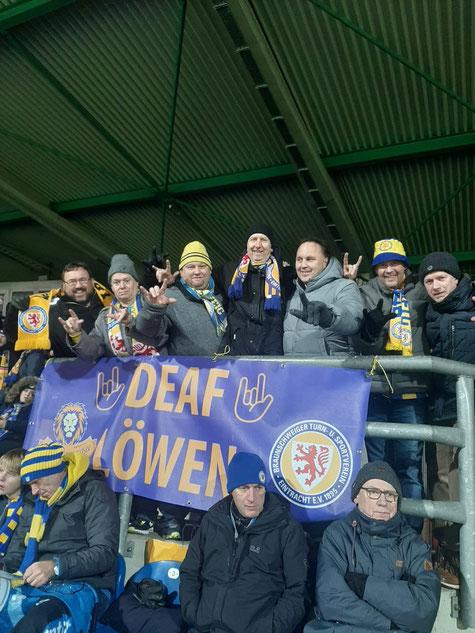 Unsere DEAFs beim Heimspiel gegen Zwickau mit dem Banner