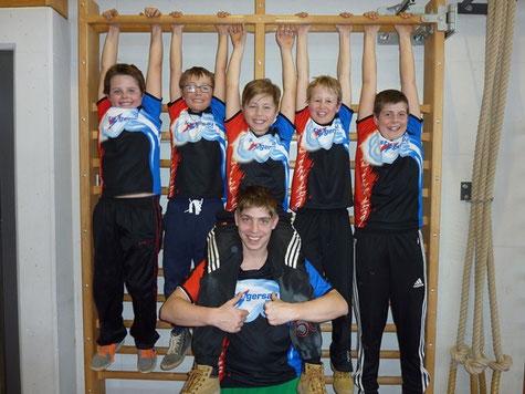 Die Knaben der STV Gersau Jugend streckten sich vergebens nach einem besseren Rang (von links): Reto, Julian, Philip, Yves (unten), Kilian und David.