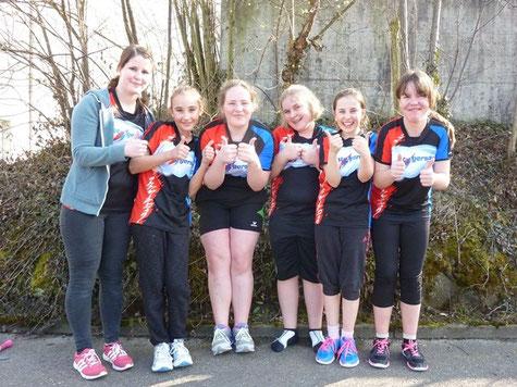 Daumen hoch für die erfolgreichen Mädchen der STV Gersau Jugend (von links): Ivana, Alexandrina, Lena, Petra, Janine und Livia.