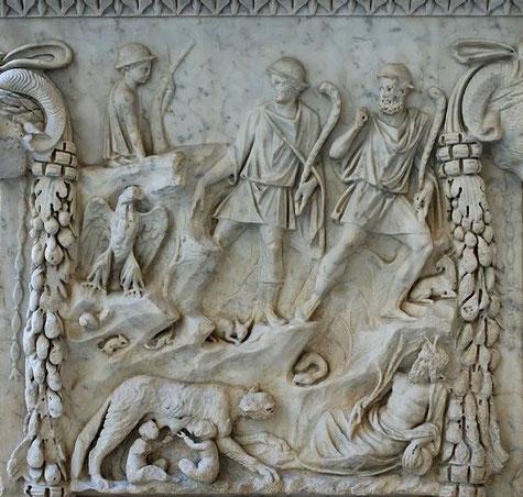 Altar dedicado a Marte y Venus, con motivos sobre la fundación de la ciudad. Museo Nacional de Roma.