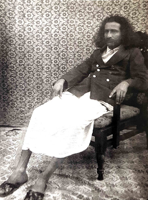 1929 : Meher Baba photographed in Meherabad after his return from Toka, India.