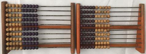 Dos ejemplares de ábaco europeo (ruso), 10 filas de 10 bolas cada una, 15x11 cm