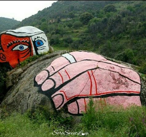 murales orgosolo pitturato su roccia