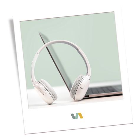 Kopfhörer und Laptop für  VAJUS Virtuelle Assistenz Jana und Udo Schneider (ehemals Kunstfuchs Fotografie)