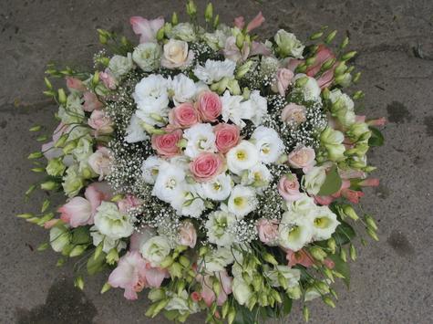 Nous créons  les bouquets qui rendront le meilleur hommage à vos êtres chers. Nous proposons différentes formes de présentation soit en fleurs coupées ou en plantes. Nous sommes à votre écoute afin de réaliser des compositions proches de vos envies.