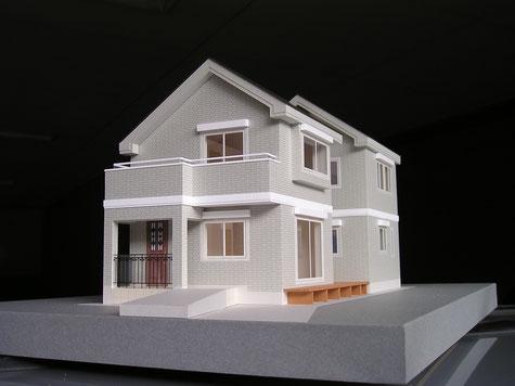 S=1/50のカラーの分解型の住宅模型|アオキ模型工房|屋根と2階が外せる重箱スタイルは室内の間取り、導線が分かりやすい