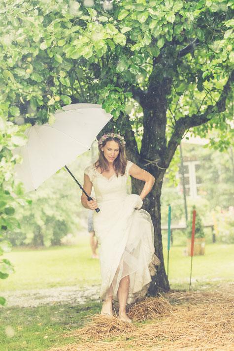 Hochzeit im Regen, Regenhochzeit, was mache ich wenn es bei meiner Hochzeit Regnet? Tips vom Profi.