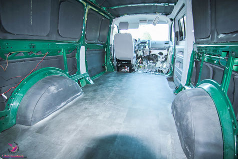 PVC Boden verlegen im VW Bus by Lifetravellerz