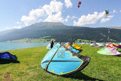Kitesurfspot Reschensee - Naish Pivot am Lago di Resia