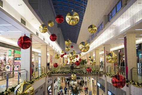 Shopping-Weihnachten-Einkaufen-Kaufhaus-Shoppingwahn-Lifetravellerz-Reiseblog