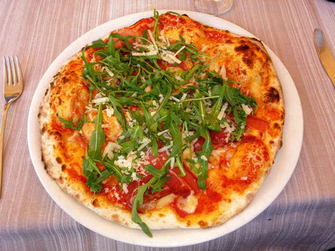 Pizza Rucola - Lifetravellerz Blog - Pizza, Fussball und die BILD Zeitung