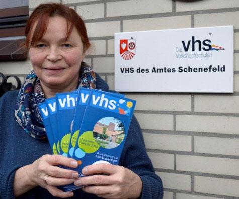 VHS-Leiterin Petra Hüser, 04892/959