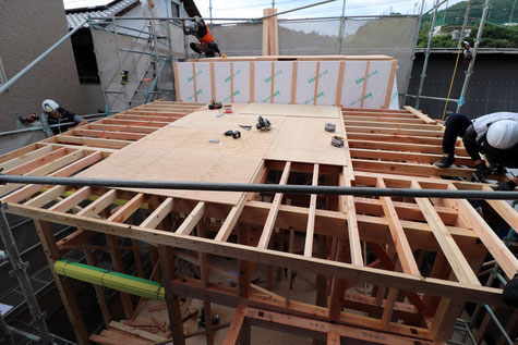 児島の越屋根プロジェクトですが、屋根の施工中です