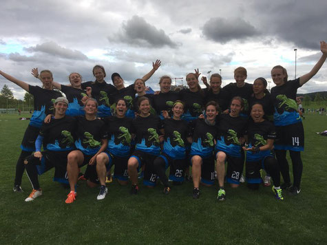 Zurich ultimate fliers ladies with silver medals at the swiss championships