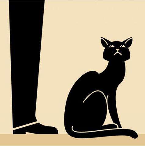 Если кошка сидит спиной, встает, проходится и снова садится спиной