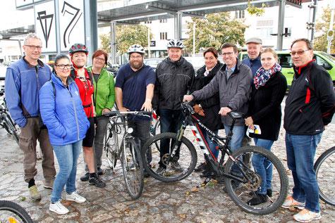 KEM Krems-Manager Christian Braun (rechts vorne) und Klaus Otepka (3. v. rechts) mit den TeilnehmerInnen aus den politischen Kremser Fraktionen. Foto: ©Martin Kalchhauser