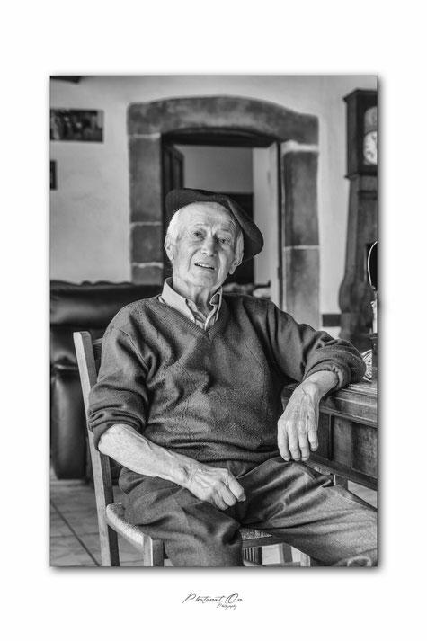 Ma séance photo la plus typique, et naturelle que j'ai pu faire! des moments simples, traditionnels, oubliés avec tellement de charme... un retour aux racines béarnaises avec un monsieur très charismatique. Lucq de Béarn (64) Photographe