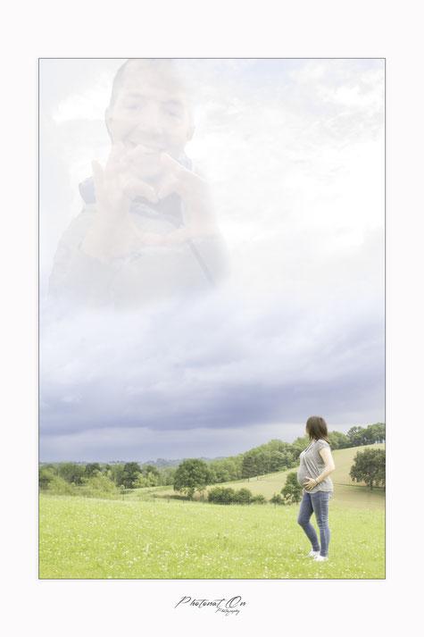 Emilie et Anaïs sont venues me voir avec une demande particulière : rajouter au photos que j'allais faire pendant la séance, le papa décédé dans le cadre de ses fonctions. beaucoup d'émotions et de courage .Photonat'on photographe 64