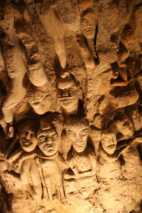 Caves aux sculptures de Denezé-sous-Doué (Anjou) - Photo L. Stevens