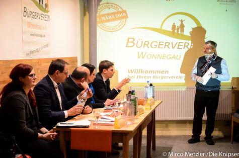 Angetreten zur Diskussion die Landtagskanidaten im Weingut Hahn (v.l) Pia Schellhammer (Grüne), Michael Stock (CDU), Peter Weinand (Die Linke), Kathrin Anklam-Trapp (SPD) und Gregor Merkel (FDP)