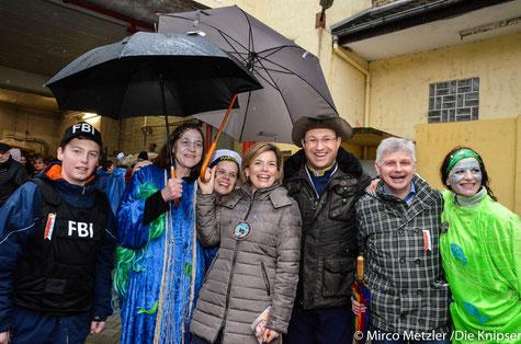 Außergewöhnlicher Gast beim Bechtheimer Fastnachtsumzug: Julia Klöckner mittendrin Auch MdB Jan Metzler und CDU-Landtagskandidat Michael Stork genießen die Feierlaune