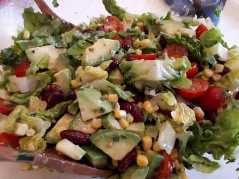 Unseren Avocadosalat liebten wir auch schon vor dem Experiment.