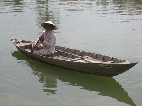 Mann auf einem Boot, Mekong Delta