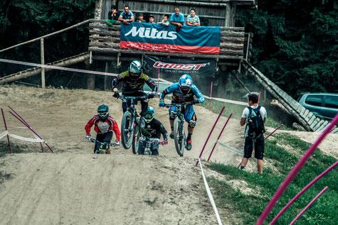 Simon Waldburger leads in front of Tomas Slavik