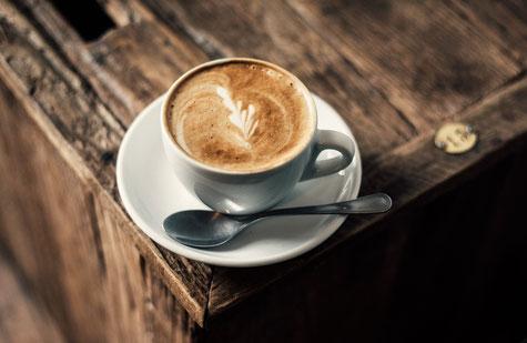 Ein frischer Kaffee, Espresso oder Cappuccino rundet den Sektempfang ab
