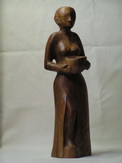 Ranulf Streuff, Skulptur, Frau mit Schale, Holz