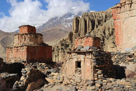 Chorten/Stupas auf dem Weg nach Tsarang