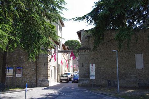 Stadttor bei der Via Gramsci in Montefalco