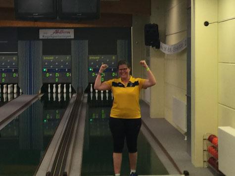 Hatte allen Grund zur Freude: Franca Dormann bei der Verkündung ihrer Bronzemedaille (Foto: Carsten Kappler)