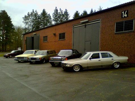 Nein, diese Wagen stehen in Deutschland. Die S-Klasse steht jetzt bei Matthias seinem Bruder. Ja, er ist auch ein Mercedes-Mann...