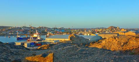 Der Blick auf Lüderitz in dem Hafen am Morgen
