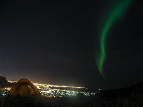 Even the coldest night don't stop you going outside // Auch in der kältesten Nacht wird man nicht davon abgehalten rauszu gehen.