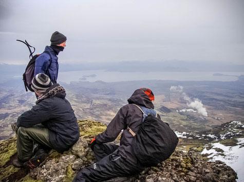 Ein Blick vom Hengill nach Norden zum Þingvallavatn & Nesjavellir Geothermie Kraftwerk // A view to the north to Þingvallavatn & Nesjavellir powerplant.