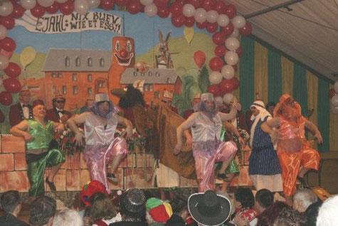 Das Männerballet tanzte 2009 auf der Prunksitzung in Hasenfeld