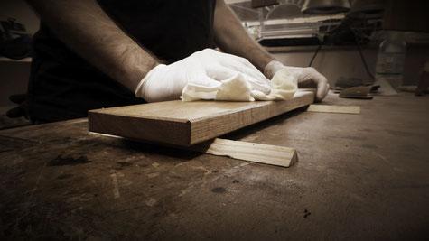 Ölen und Pflegen von Holz Schneidebrett