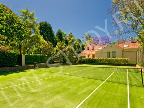 Частный теннисный корт.