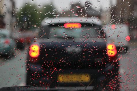 Windschutzscheibe im Regen