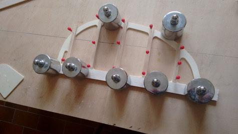 das Seitenruder wird dann analog gebaut. Auch hier werden 5 Balsaleisten 15x2mm mit Seku verklebt.  Damit sind die Leitwerke rohbaufertig.