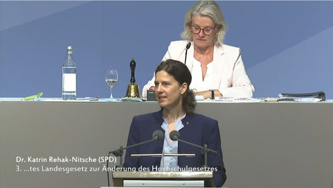 Quelle: Landtag von Rheinland-Pfalz. Ein Klick auf das Bild führt zum Video.
