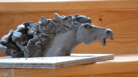 """Sculpture crue représentant un cheval en grès noir  - """" Caco """" -"""