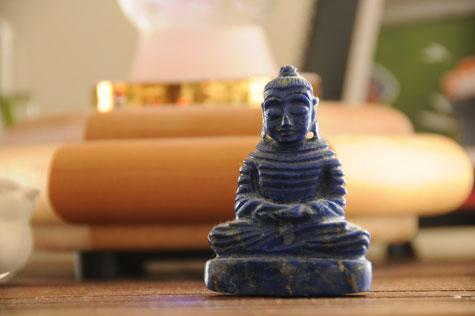「瞑想は心のさざ波を静め、その深くで起きていることをそのまま見守るプロセスである」Copyright by Makiko Miura