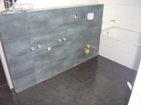 Hier sieht man schön wie der Anhydrit Fliessboden auch im Badezimmer zur Anwendung kommt.